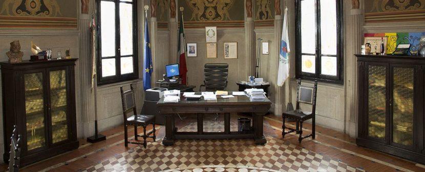 scrivania sindaco